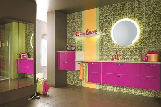 aménagement déco salle de bain colorée | Salle de bains colorée ...