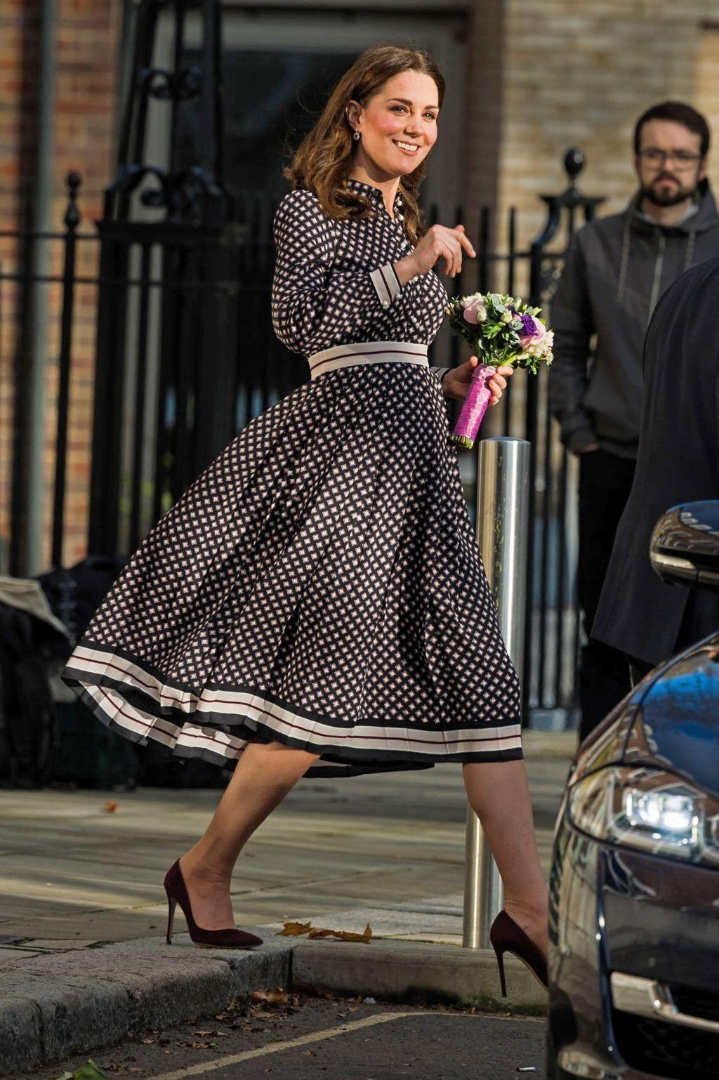 6f974b957e424 Kate Spade's best fashion designs on celebrities. Catherine, Duchess of  Cambridge