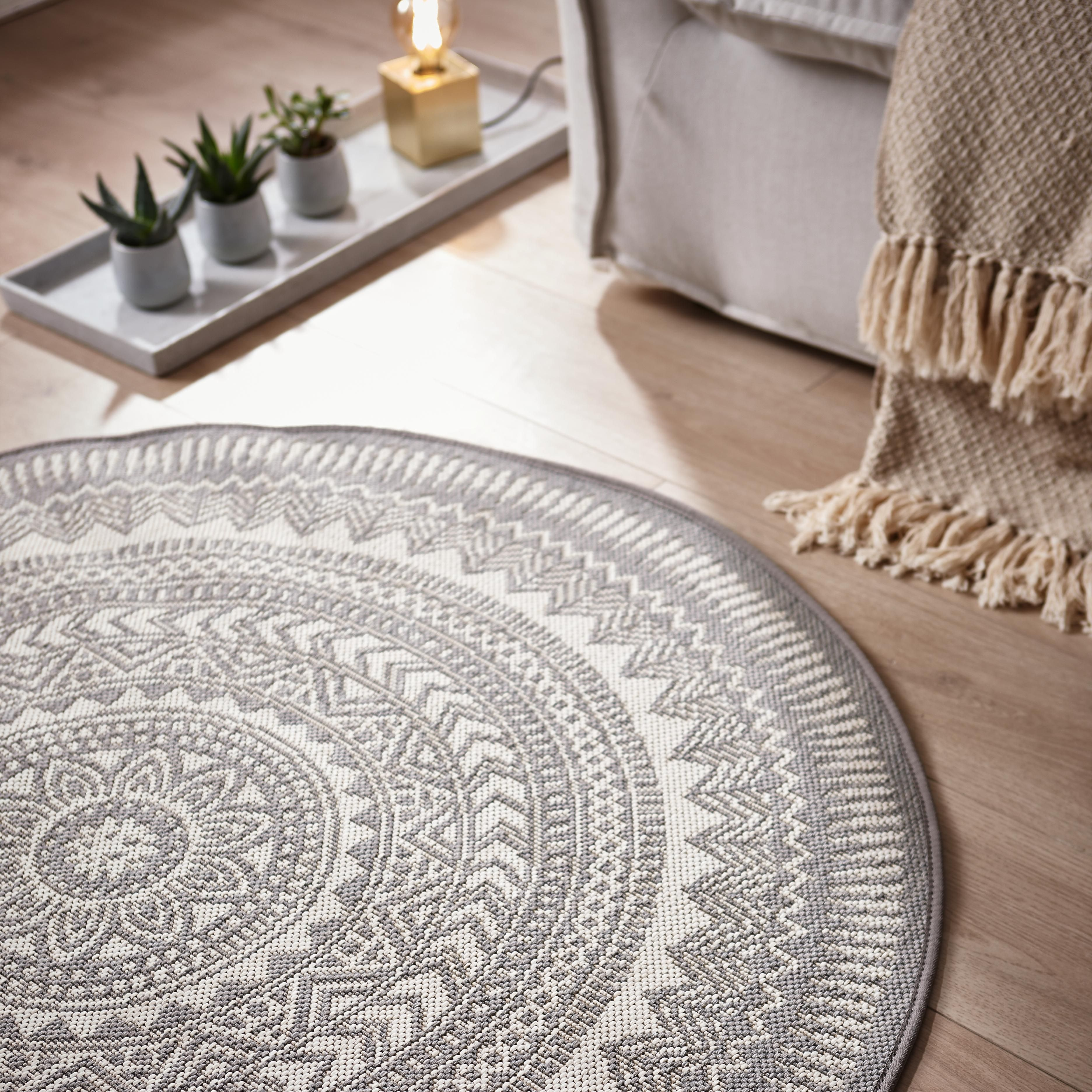 Dieser Runde Teppich Schafft Eine Wohnliche Atmosphäre In Eurer Wohnung Und Passt Zu Vielen Möbelstücken Teppich Grau Rund Teppich Outdoor Teppich