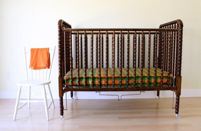 faire ses propres draps de bassinnette et c 39 est exactement notre bassinnette pcq j 39 aime. Black Bedroom Furniture Sets. Home Design Ideas