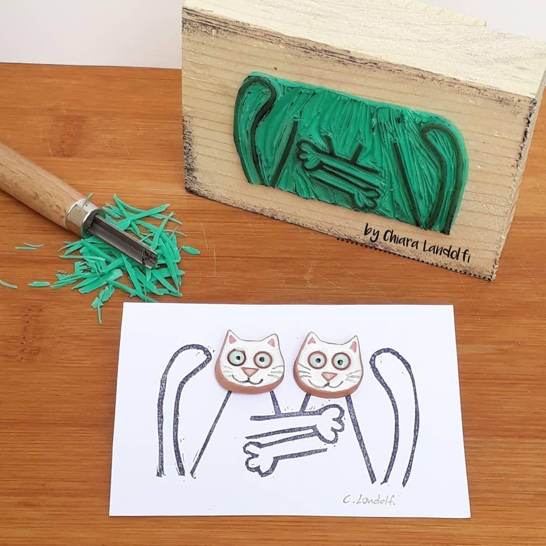 Ceramica e incisione... che coppia! 🤗 . . . #stamp #earrings #pottery #potteryslab #cats #catsofinstagram #cat #purr #linoleum #incisione #design #engraving #orecchini #ilovepottery #hugs #ceramica #ceramics #beauty #whitecat #handmade #linocut #potteryart #friends #maker #love #ceramiclicious #carving #linoprint #linocutprint #madebyhandgallery