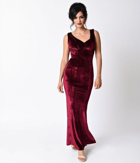 Pave The Way For Goldwyn Dames This Stunning Vintage Style Burgundy Red Gown From Unique Vintage Is Crafted In A Sultry Fitted Velvet The Elegant Cu Kleding