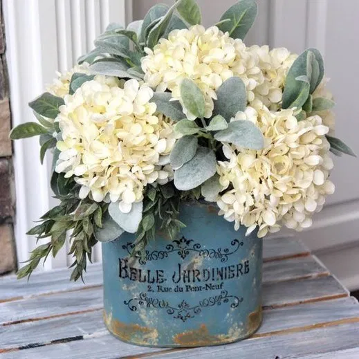 Best farmhouse tabletop arrangement centerpiece ideas 72 • Homedesignss.com