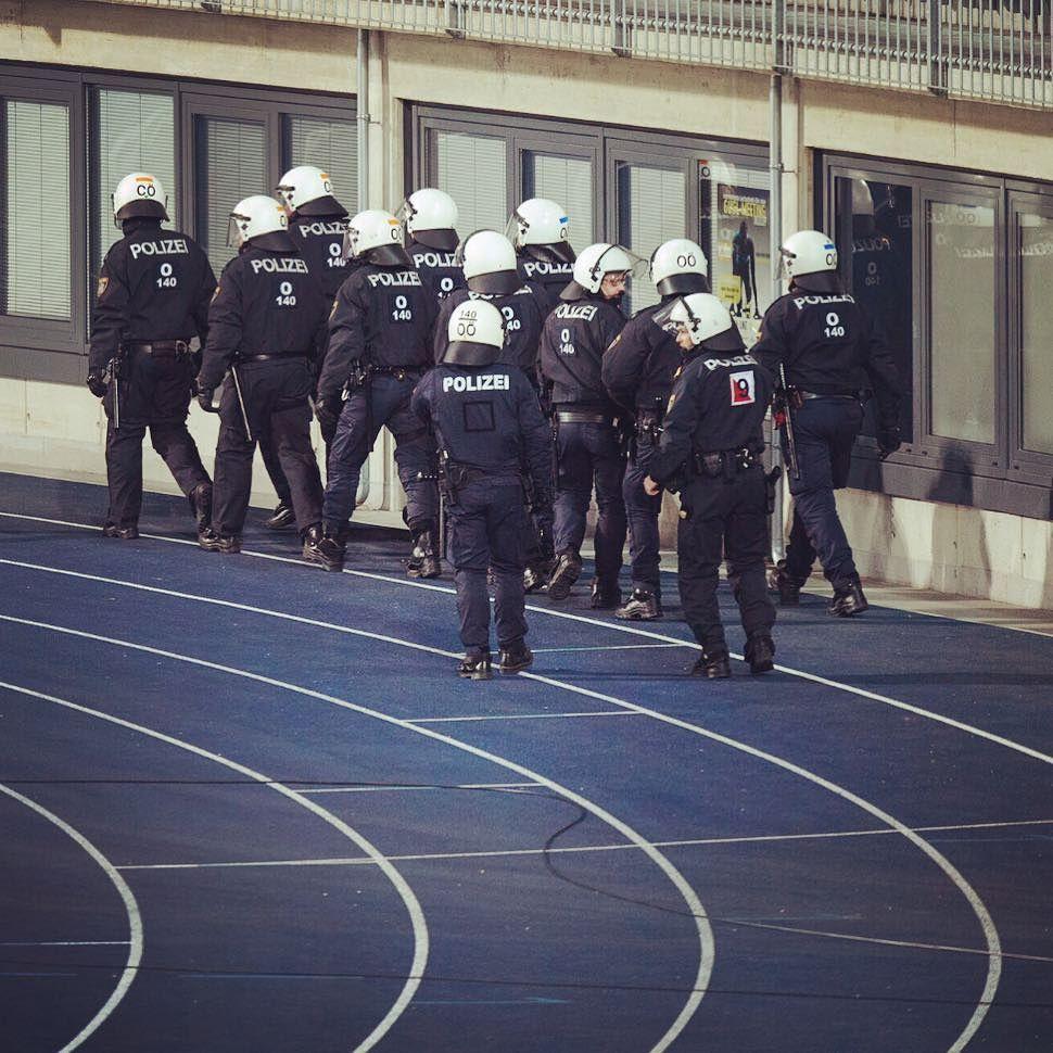 #police #breaking #linz #austria #lnz #linzpictures #riotpolice #polizei #stadium gugl #stadion #igerslinz #instacool #instacops #cops #cop #safety #running