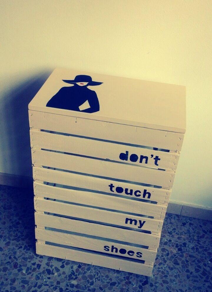 Don't Touch My Shoes ! - Cassapanca portascarpe realizzata con 3 cassette in legno - CzR