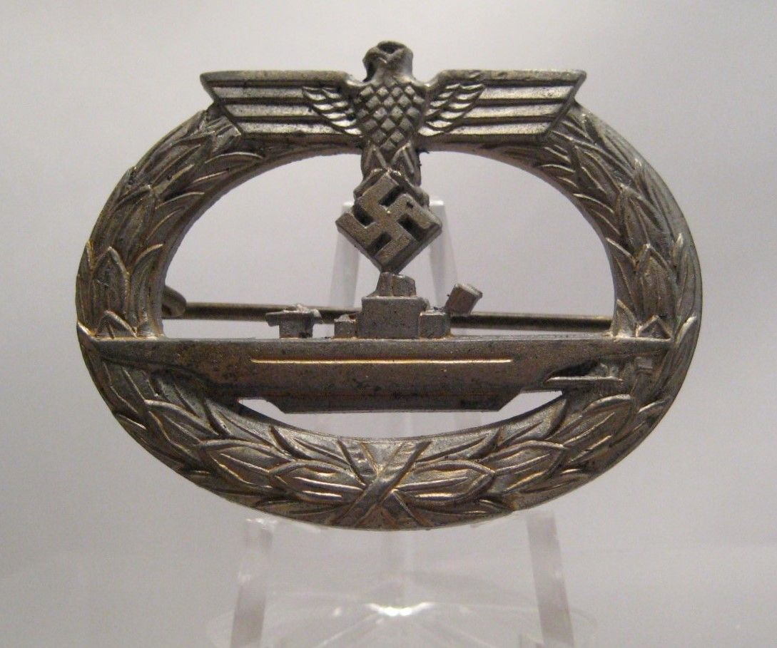 28/LXI Militaria UK – WW2 Deutsche (German) – Kriegsmarine (Navy) – U-Boot-Kriegsabzeichen (Submarine War Badge) late War Zink. (F. O) Friedrich Orth, Austria. c.1939 - 45.