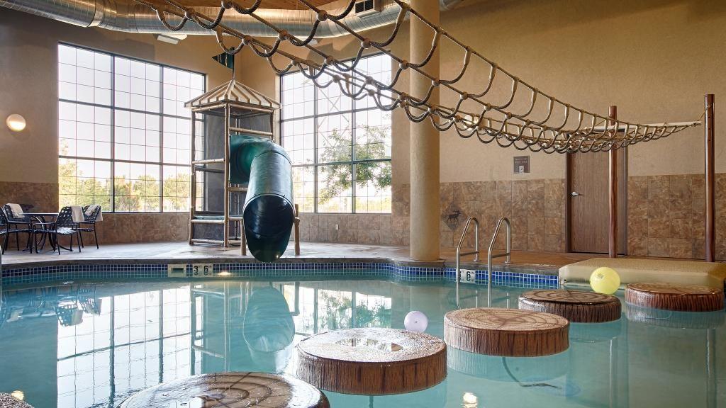 Best Western Plus Kelly Inn Suites In Fargo The Pool Best Western Hotel Reviews Suites