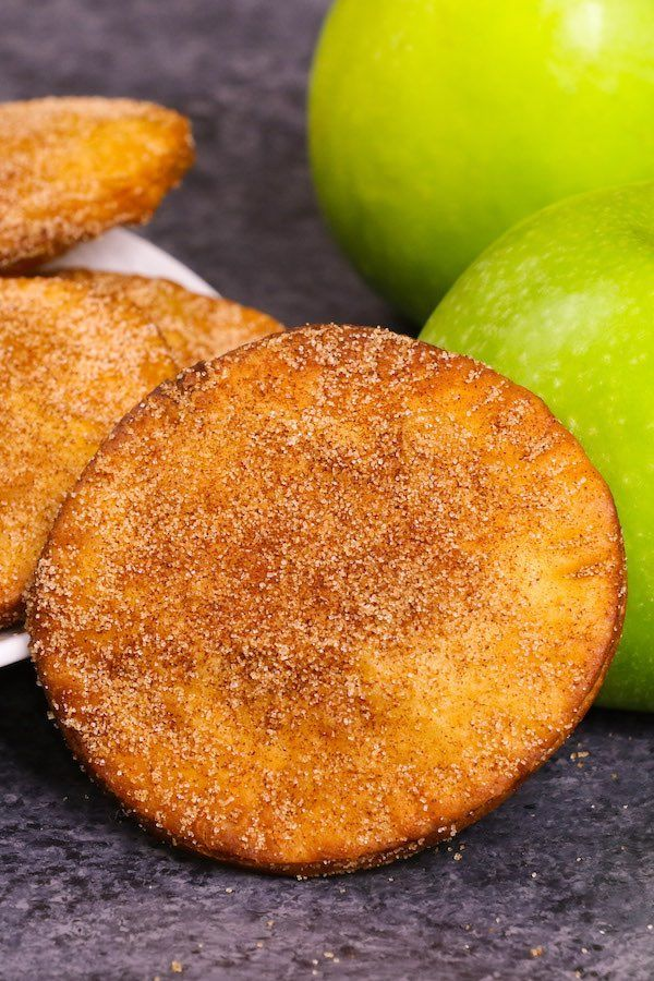 Fried Apple Pies - soft and sweet on the inside and crispy and flaky on the outs... Fried Apple Pie
