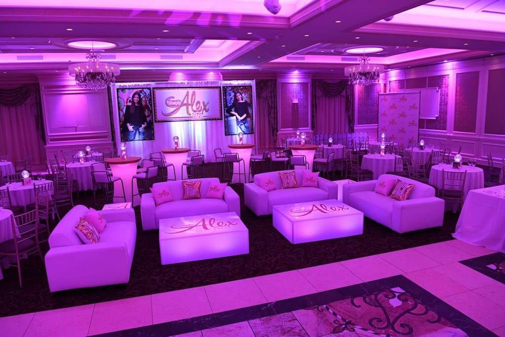 Magnificent Party Rooms Gallery · Balloon Artistry