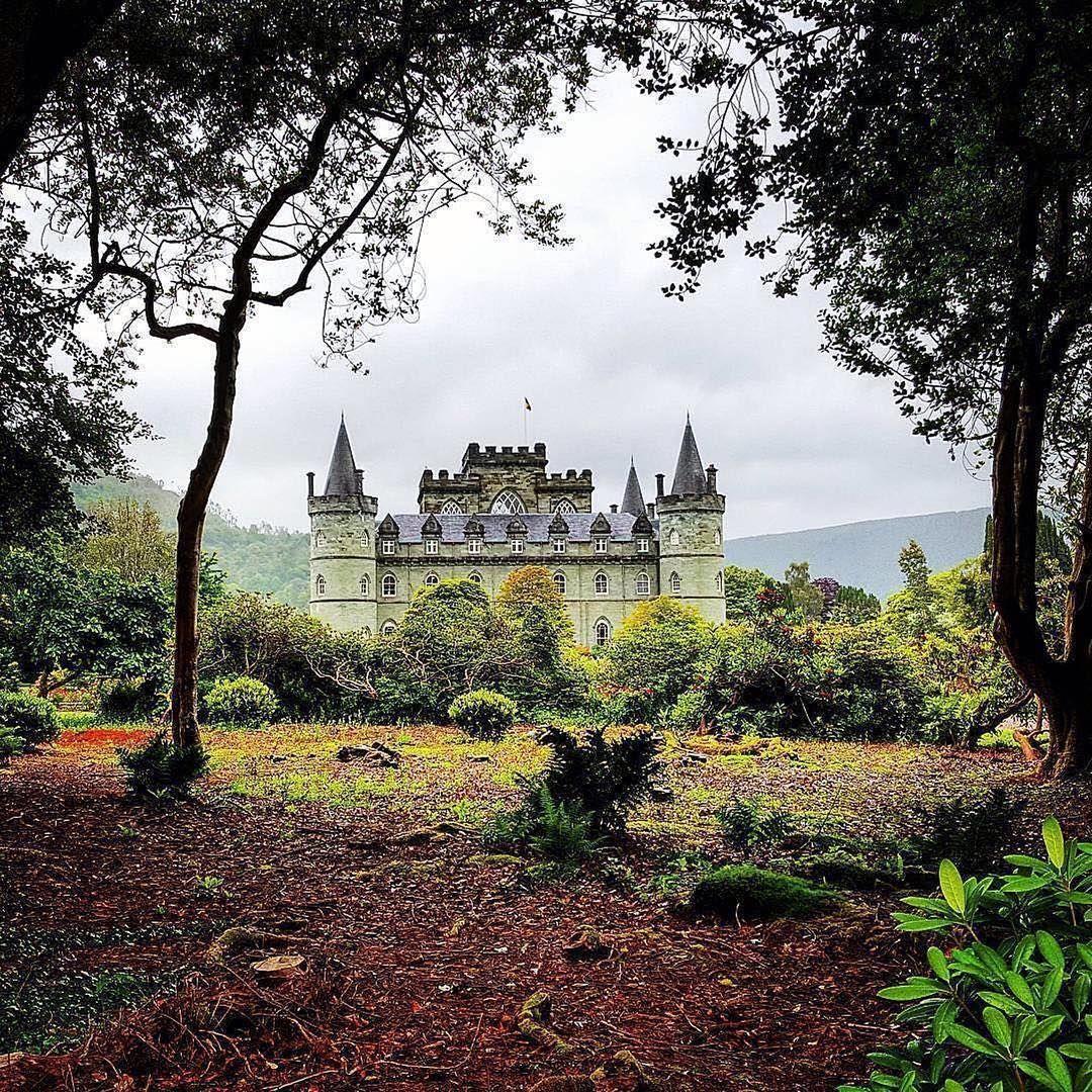 """""""Inveraray Castle i västra Skottland ser ut som ett riktigt sagoslott 😍🏰⠀ Tack till @Scotland_lucy…"""""""
