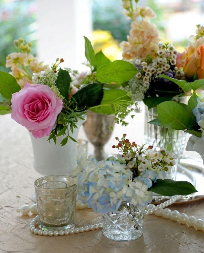 Romantische Blumengestecke Tisch Deko Ideen Sommer Innen Statt
