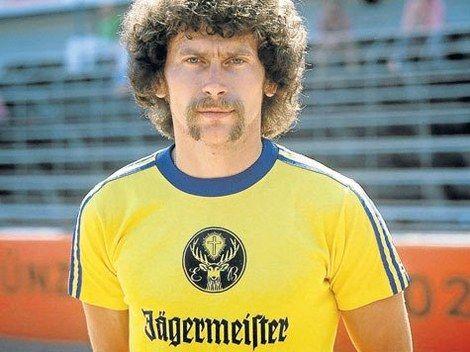 Paul Breitner Im Jagermeister Trikot Von Eintracht Braunschweig Erste Trikotwerbung Einer Firma In Der Bundesliga