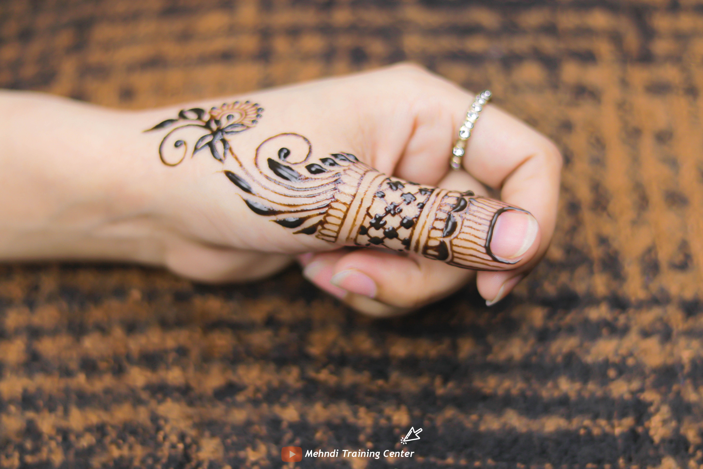 This Mehndi Design Is Very Easy To Apply On Your Thumb Thumb Mehndi Design 2020 Mehndi Designs For Fingers Mehndi Designs Henna Hand Tattoo