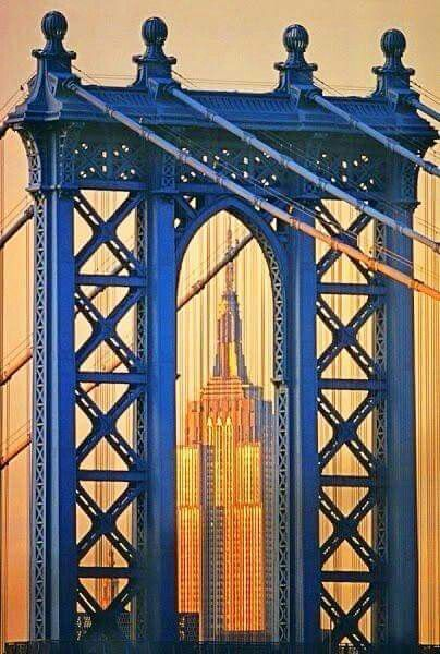 Manhattan bridge en Empire State Building, NYC.