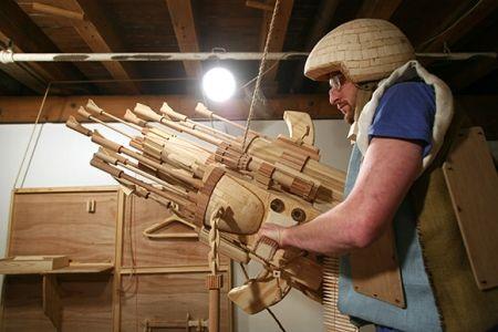 ciencia ficcin esculpida en madera