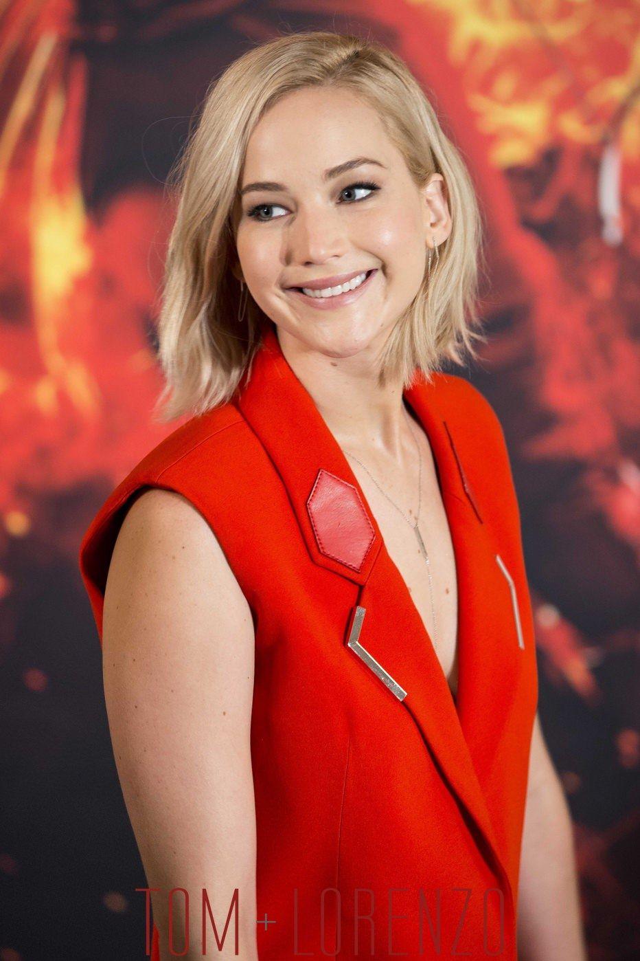 Jennifer-Lawrence-Mockingjay-Part-2-Madrid-Premiere-Photocall-Fashion-Ralph-Lauren-Mugler-Tom-Lorenzo-Site (1)