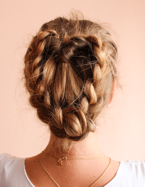 Wiesn Flechtfrisur In Nur 5 Minuten Loveforyu Geflochtene Frisuren Flechtfrisuren Geflochtene Haare