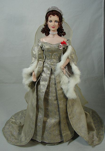 Franklin Mint Czarina Alexandra I Frankendollied her head onto a Tonner cameo Tyler body for better articulation.