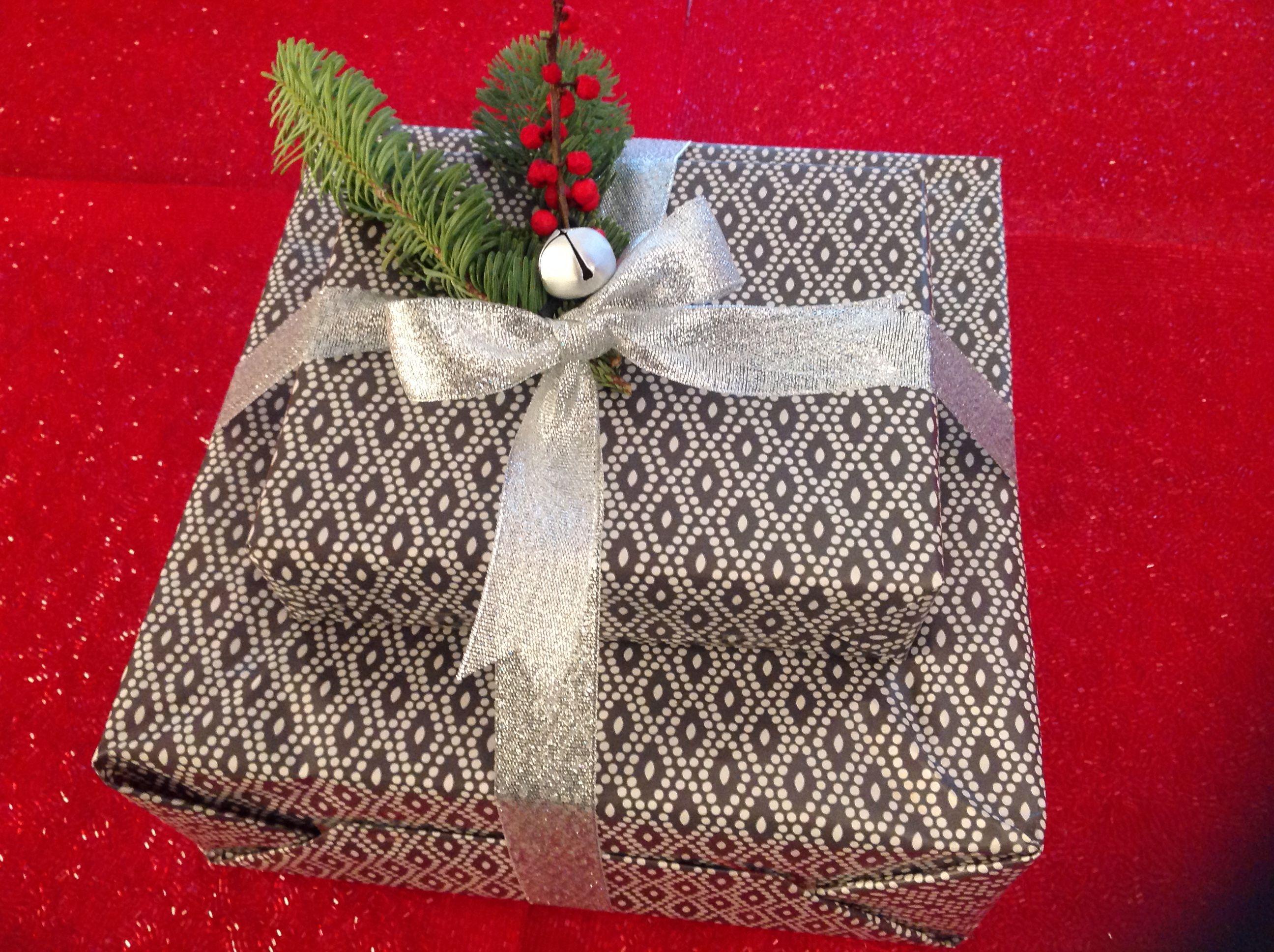 Delizioso pacchetto regalo per feste di Natale