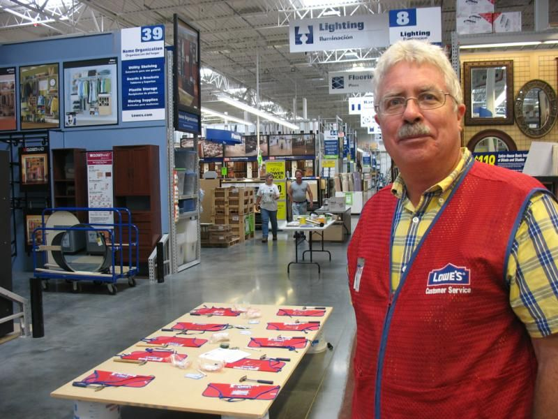 Lowes Employee Fernando Work Uniforms Hospitality Uniform Work Wear