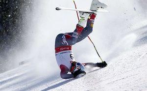 Mondiaux de ski: La spectaculaire entaille à la jambe de Bode Miller, opéré suite à une chute.