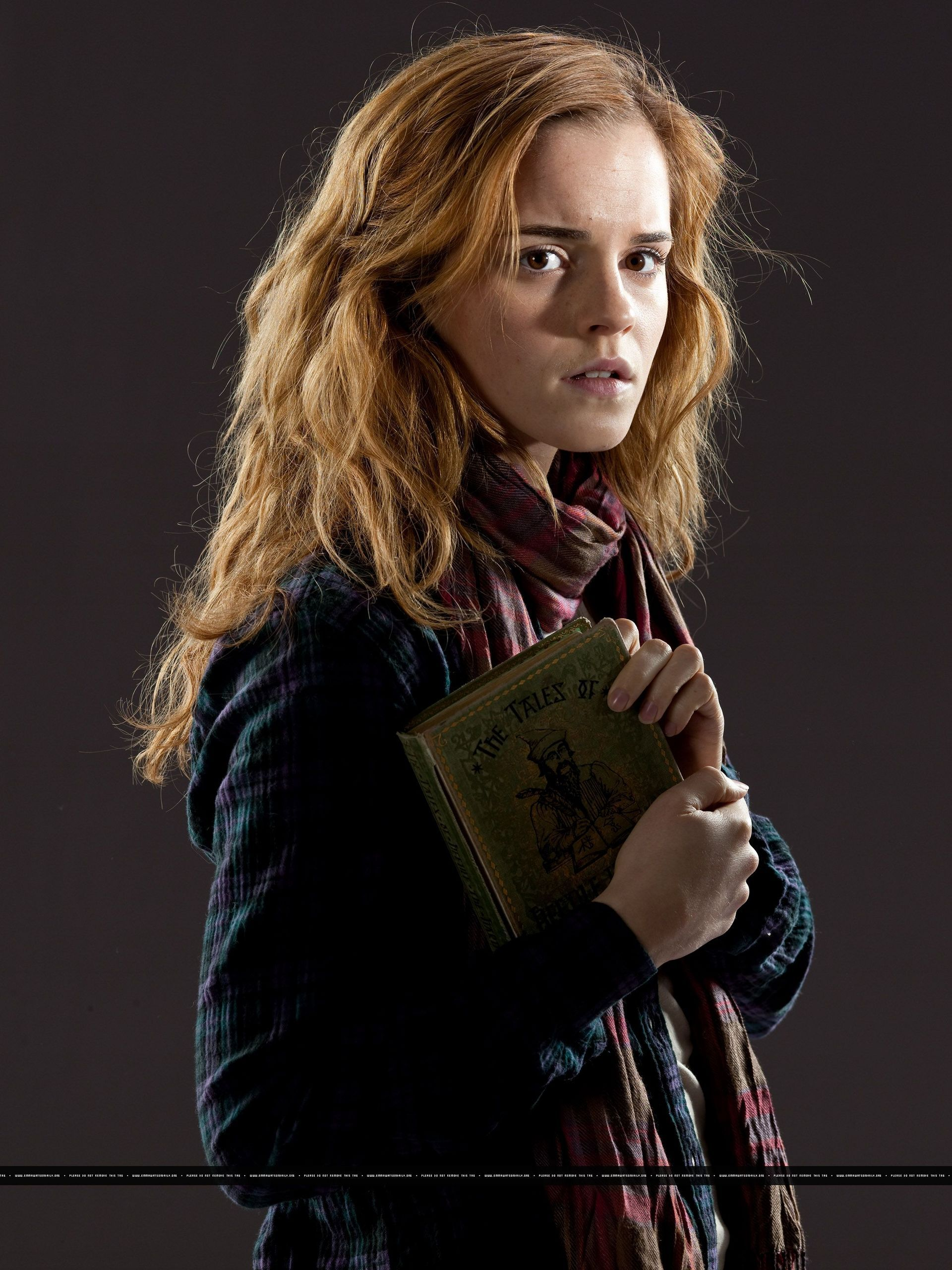 Hermione Granger Photo New Promotional Pictures Of Emma Watson For Harry Potter And The Deathly Hallows Part 1 Emma Watson Harry Potter Hermione Granger Hair Hermione