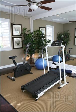fitness room id es d co salle de sport salle de sport maison salle de gym et salle familiale. Black Bedroom Furniture Sets. Home Design Ideas