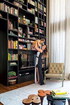 p direito duplo e marcenaria sob medida solu es no apartamento de 137 m libraries. Black Bedroom Furniture Sets. Home Design Ideas