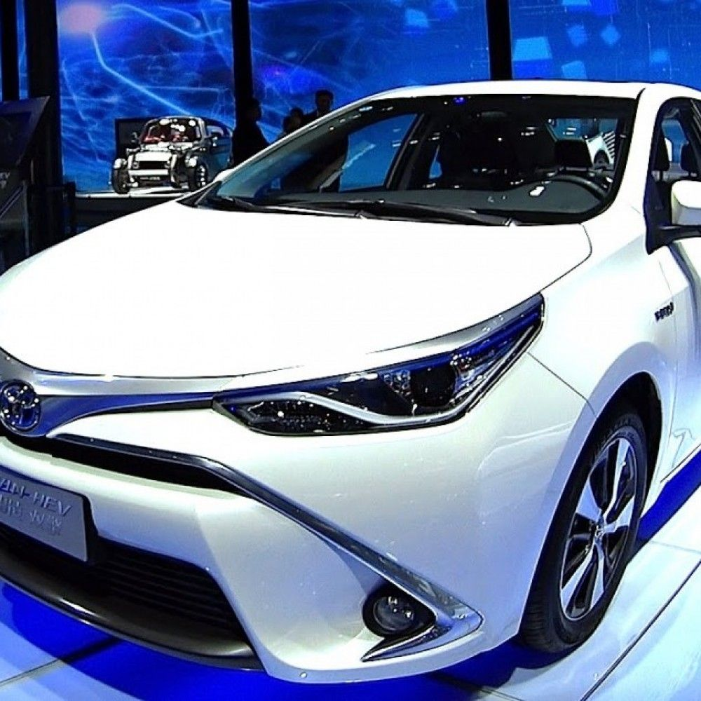There are two major variants of Corolla cars in Pakistan