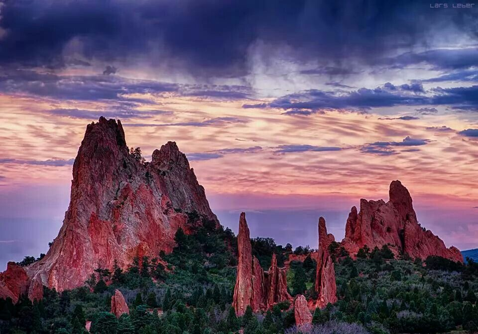 Sunset at the Garden of the Gods Natural landmarks