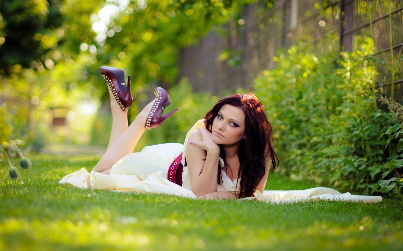 Lovely Uk Girl Redhead Garden Grass Fence Hd Wallpaper Girl