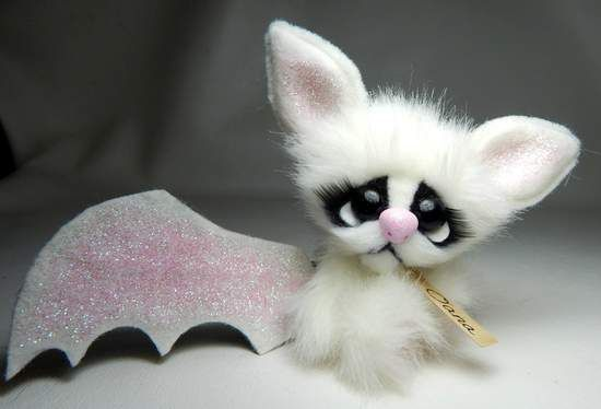 Oana By Michelle Nunnery - A mini plush baby bat.She has premium quality glass eyes. Eyes have eyelashes.Arms and legs jointed with string.Head is jointed with cotter pin and disk. Nose is made from clay.Her wings are made of felt.Hand designed by artist. <b...