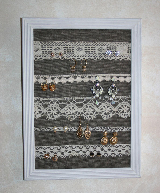 Cadre pr sentoir bijoux dentelles anciennes sur fond lin taupe presentoir bo tes par - Presentoire a bijoux ...