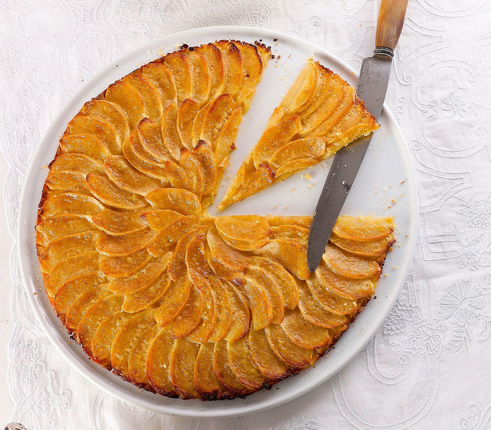 Dieser sehr dünne, fruchtige Kuchen lässt sich beinahe falten. Aber manchmal darf es zum Dessert ja auch nur etwas Zartes sein.