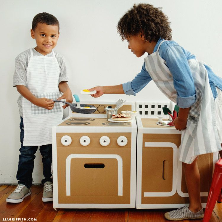DIY Play Kitchen Diy play kitchen, Plays and Craft