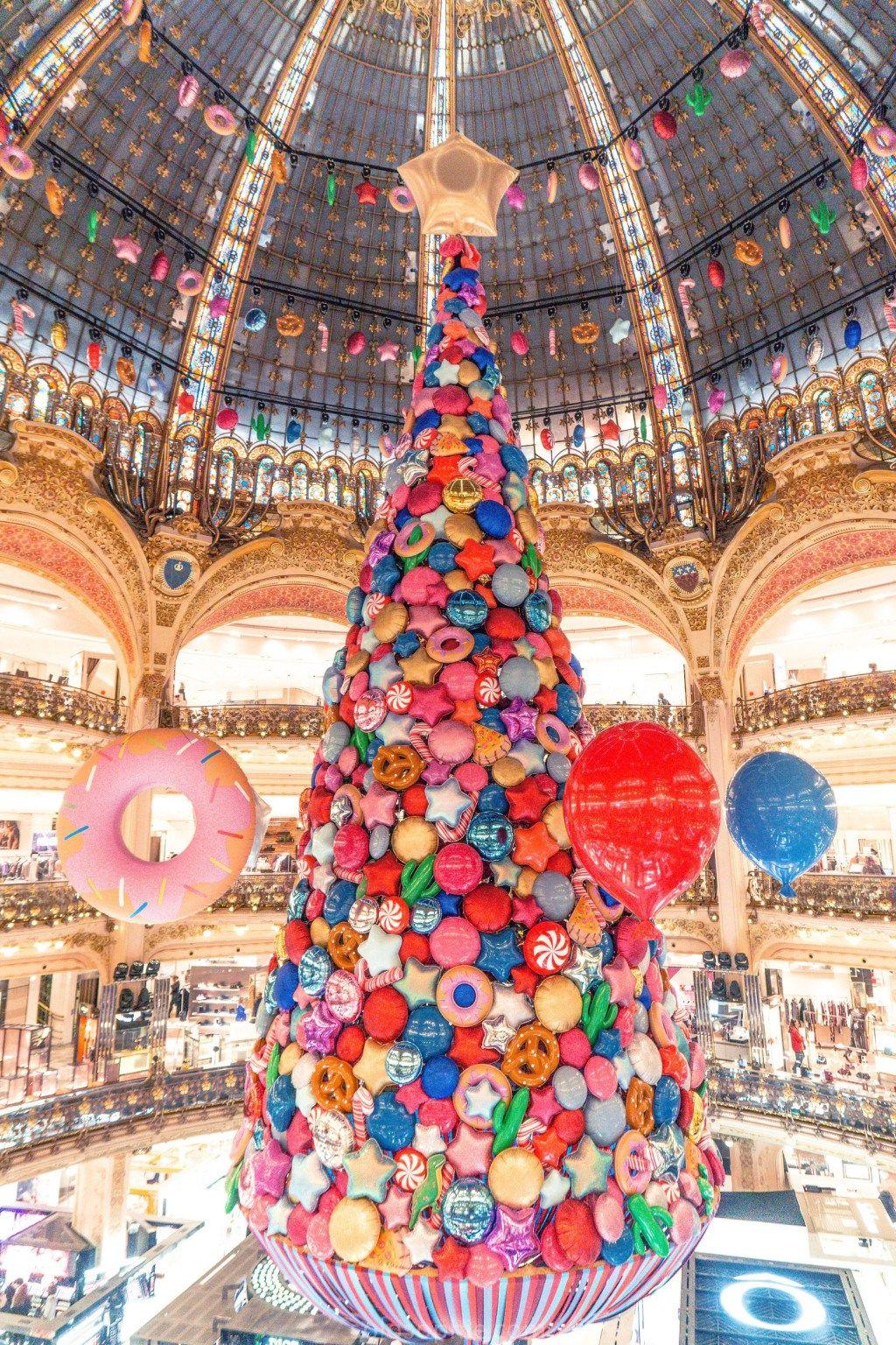 Galeries Lafayette Christmas Tree Festive Season In Paris Solosophie Christmas In Paris Christmas Tree Decorations Galeries Lafayette