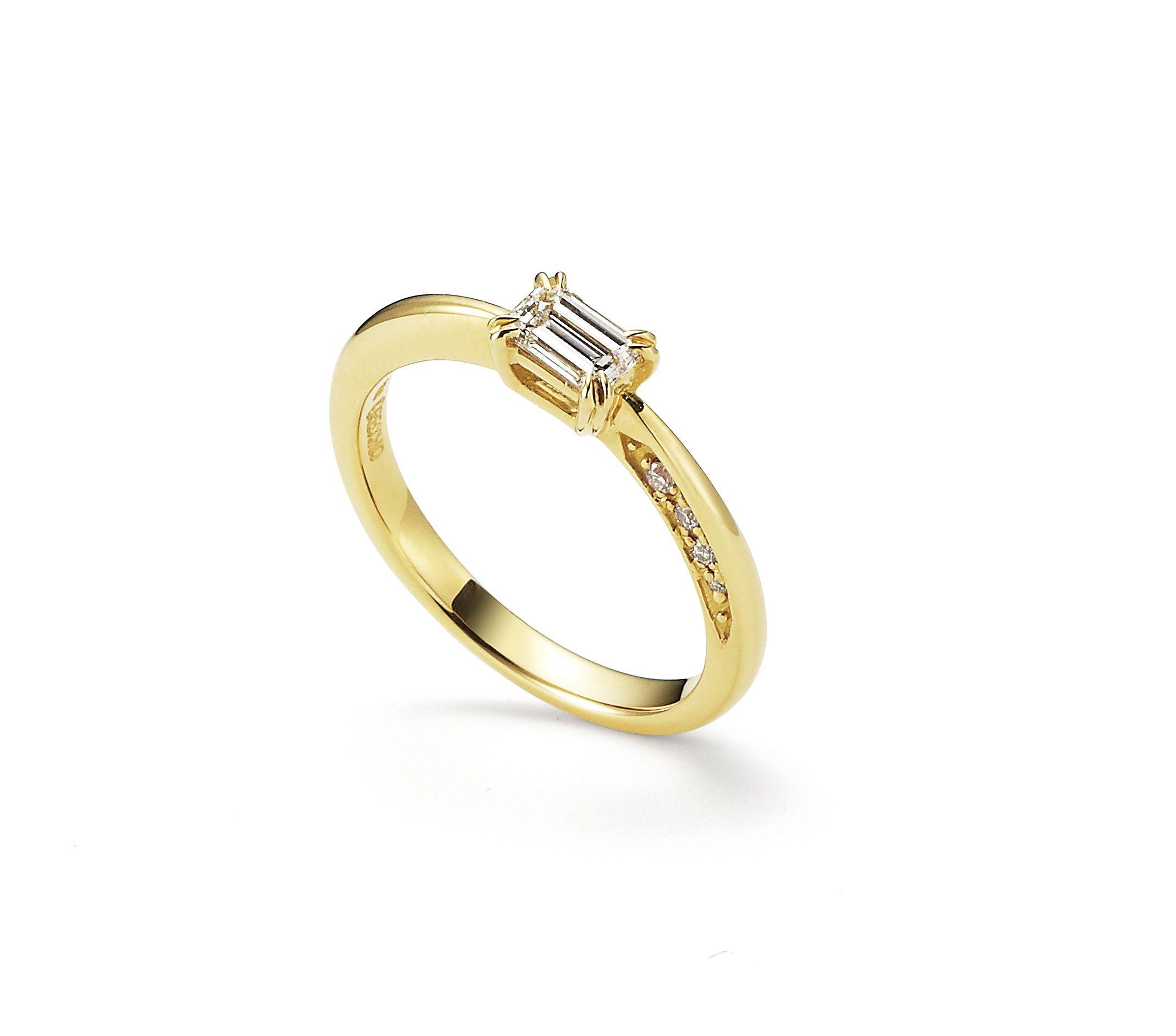 【オレッキオ】リング側面にアシンメトリーにセッティングされたダイヤモンドが魅力。隠れたこだわりが感じられる婚約指輪 (オレッキオ pipiシリーズ pe1407)