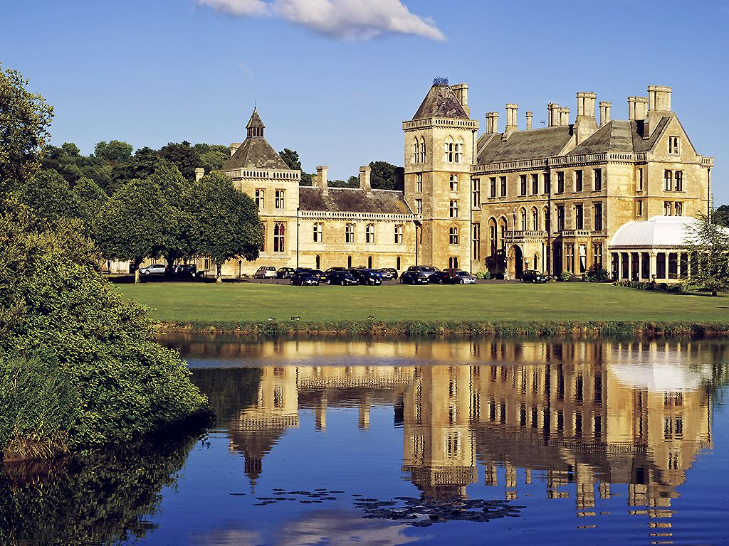 The Mercure Warwickshire Walton Hall Hotel Spa Is A Delightfully Grand Wedding Venue