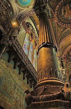 Pillar of the Earth, Lyon