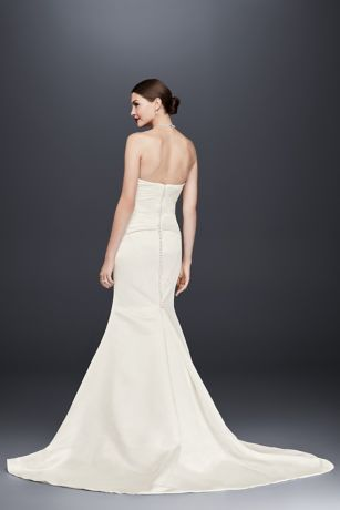 Sleek Satin Mermaid Gown Perfect For Today S Modern Day Bride Sweetheart