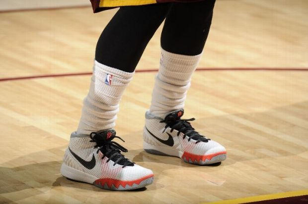 sale retailer d7be3 291b8 NBA Feet  Kyrie Irving Gets Cavs Back on Track in New Kyrie 1 PE -  SneakerNews.com