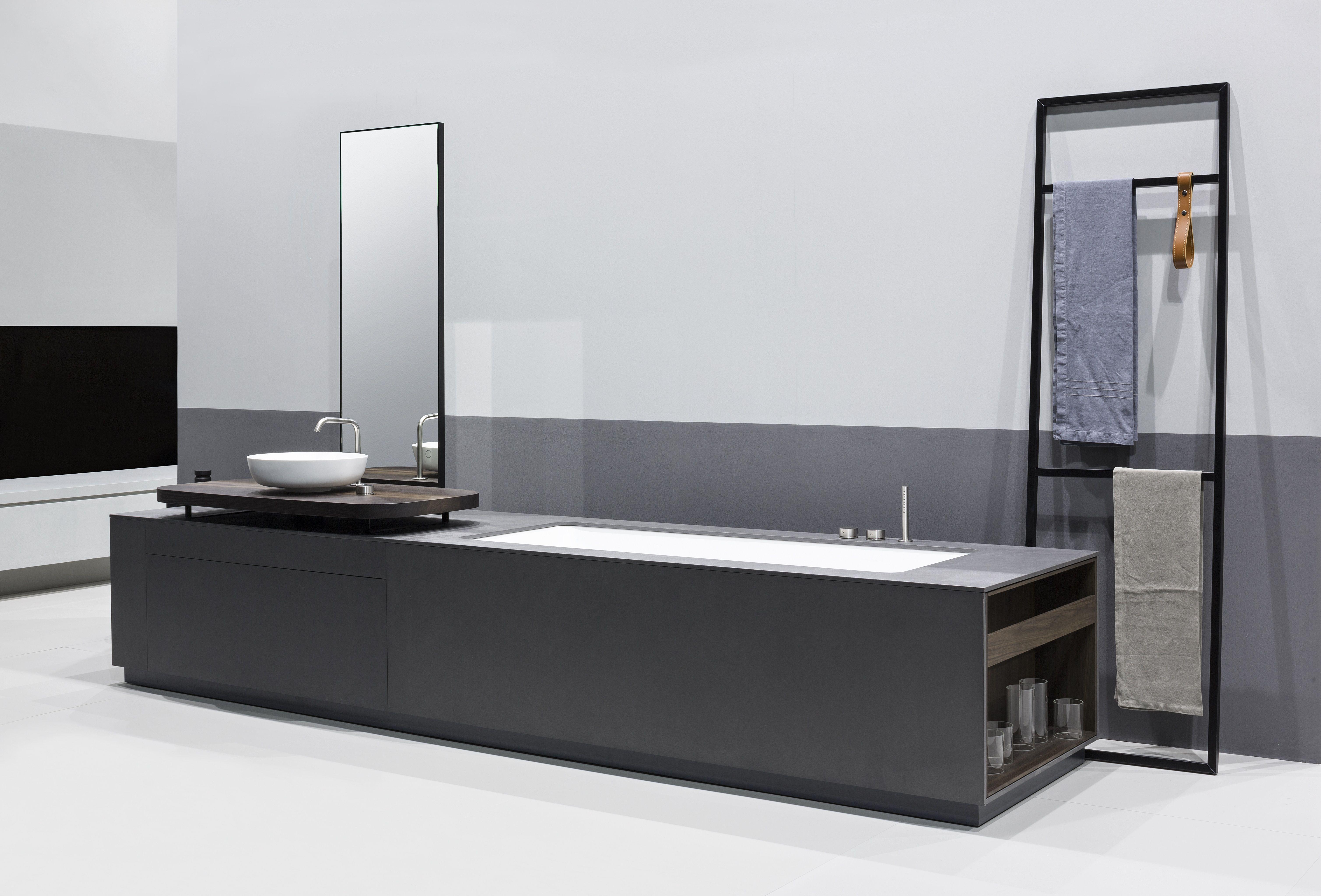 Bathroom Accessories For Men manhattan is a bathtub washbasin system for the bathroom in grey