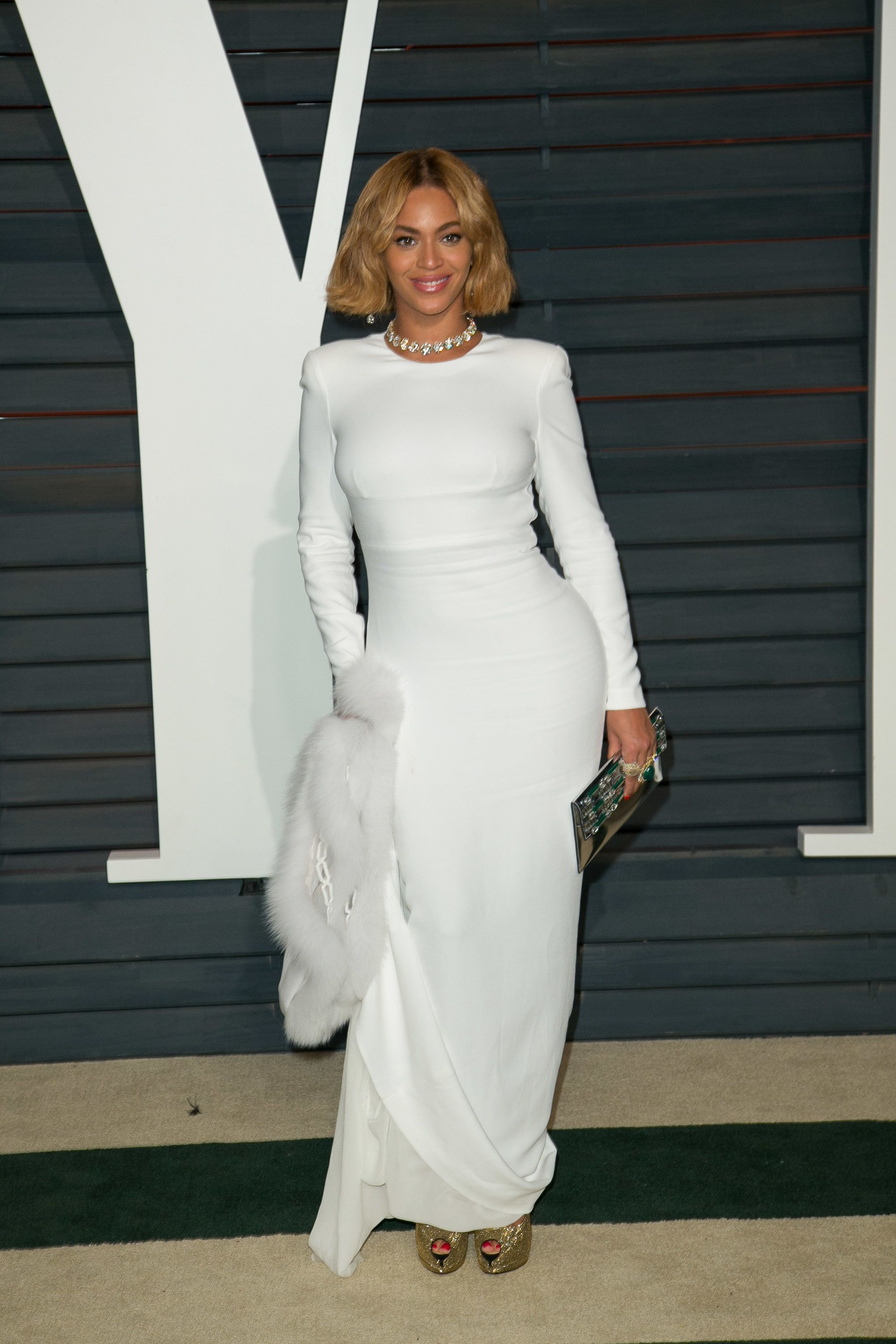 See what the stars wore to party after the oscars long sleeve gown