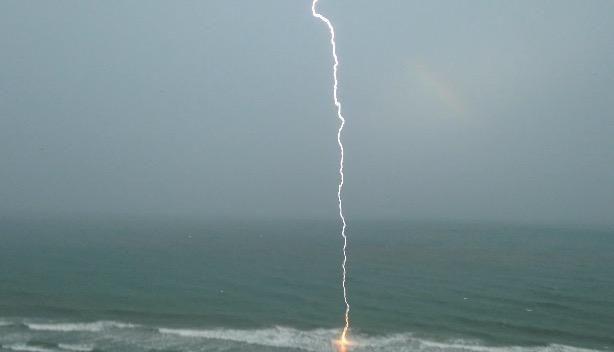 #LIGHTNING hitting the water during crazy #MyrtleBeach storm. http://bit.ly/1VEThbB #SouthCarolina via @FenwayClark