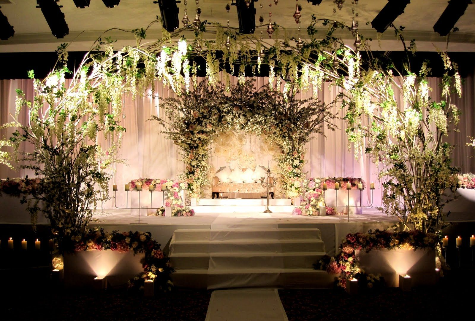 Romatantic reception decorations 18 beautiful floral for Pictures of wedding venues decorated