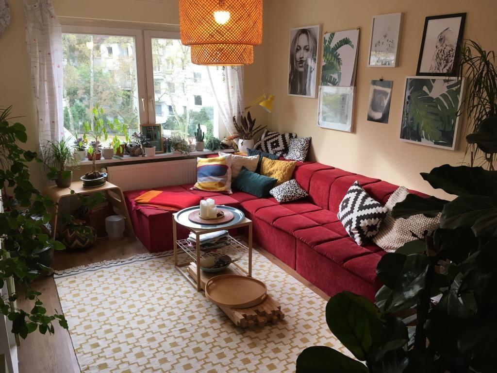 Wohnzimmer Einrichtung ~ Wohnzimmer mit großem ecksofa und verschiedenen zimmerpflanzen
