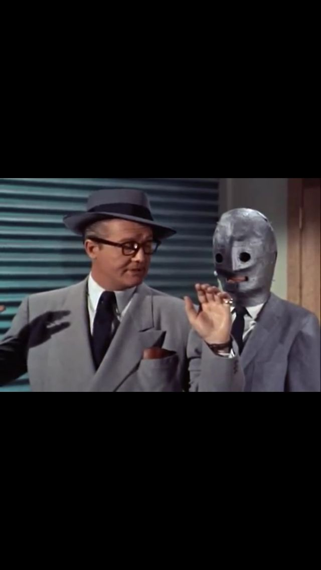 Clark Kent is being abducted by criminals seeking their revenge on the daily planet staff. The criminals were using metal masks to keep their identities secret.