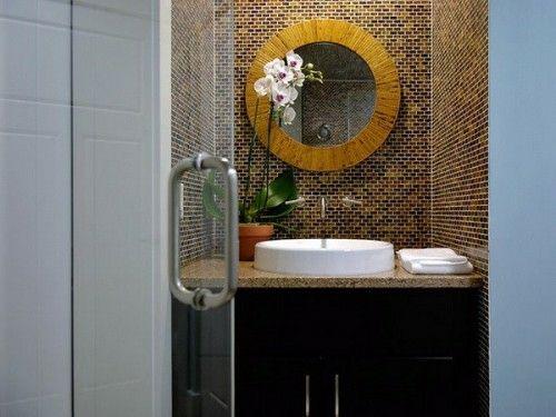 33 Dunkle Badezimmer Design Ideen   Dunkle Badezimmer Design Rundspiegel  Blumen Modern Bathroom Minimalistic Look