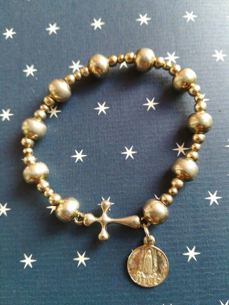 4b4ae66690d4 Decenarío pulsera con piezas metálicas , medalla de la Virgen de ...