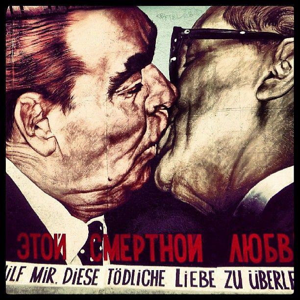 Mein Gott hilf mir, diese tödliche Liebe zu überleben - Dimitrij Vrubel, Berlin East Side Gallery. It shows the famous kiss between L. Breznev and E. Honecker